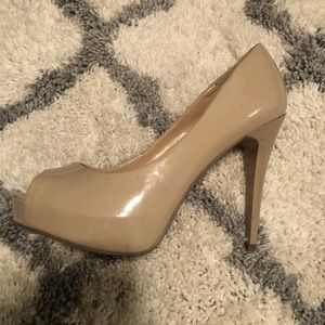 Beige heeled shoes